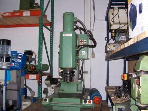 VSI ORBITAL RIVET MACHINE MODEL 23 002
